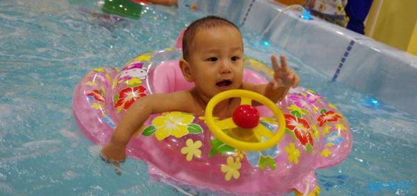 和坚持婴儿游泳的宝宝相处究竟有多爽?