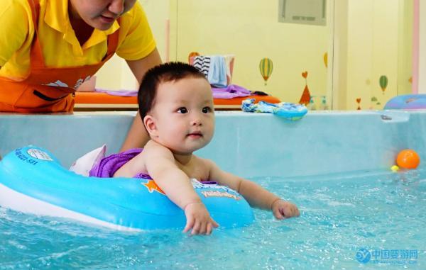 做婴儿游泳馆水育师需要学什么?水育师工资待遇如何?都在这里了