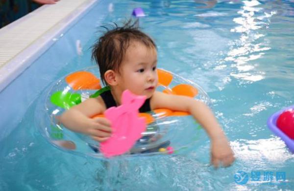 婴儿游泳究竟能给宝宝带来怎样的变化?来看家长怎么说!