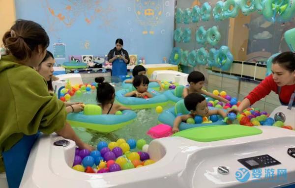 秋天游泳的宝宝反而多起来了?原来婴儿游泳馆有这些秘密
