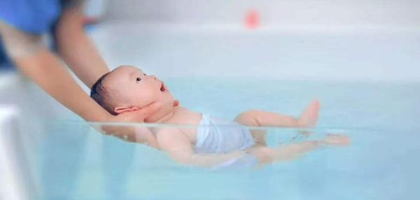 什么时候进行婴儿游泳锻炼效果更好!