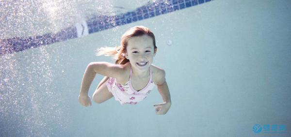 保证婴儿游泳的好处的四大要素,赶紧学起来!