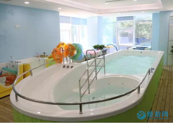 「婴儿游泳馆消毒」店长须知:卫生是家长选择婴儿游泳馆的关键因素