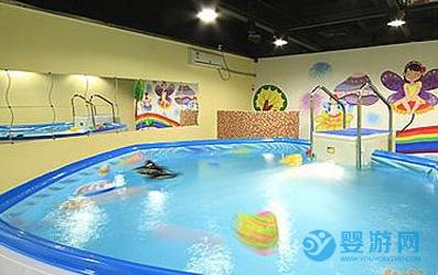 婴儿游泳好处多,带孩子去婴儿游泳馆之前,一定要做好这几件事!
