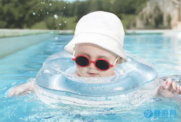 想让宝宝冬季吃得好、睡得香、少生病?婴儿游泳了解一下
