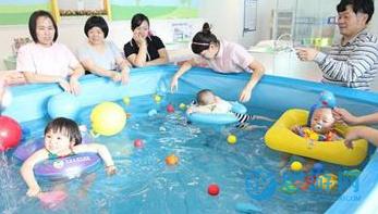 采访了上千个家长,发现他们最倾向的,是这种婴儿游泳馆!