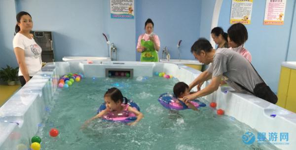 担心孩子冬季免疫力下降乱吃补品?不如带孩子进行婴儿游泳!