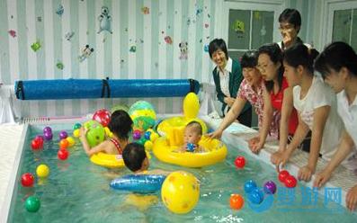 经营者自述:加入药浴服务项目,让我的婴儿游泳馆不再那么冷清......
