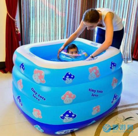 尝试了让宝宝在家游泳,才明白为什么婴儿游泳馆好