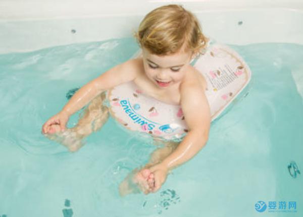 婴儿游泳馆开门了就带宝宝去吧,春天宝宝游泳这么好