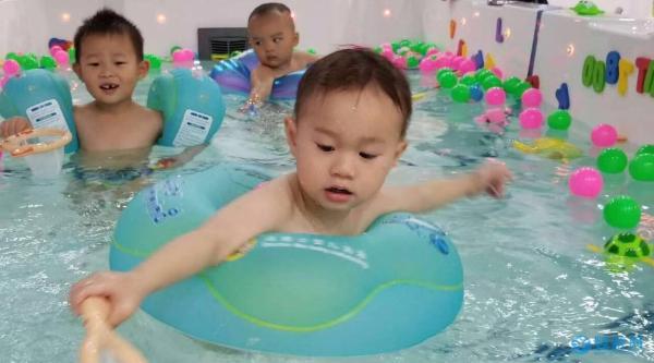 """""""转型or直播带货""""婴儿游泳馆接下来的路该怎么走?"""