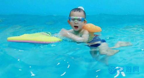 看完这些,给我一个不想带宝宝游泳的理由吧!