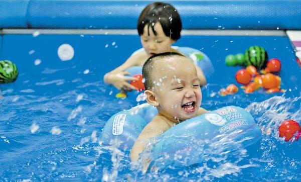 十几元就能买到宝宝的健康与智慧?婴儿游泳给您带来了答案!