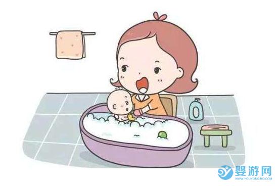 秋冬季宝宝在家洗澡这么麻烦,怪不得都去婴儿游泳馆