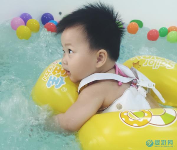 为什么说冬天更适合宝宝游泳,看完才明白