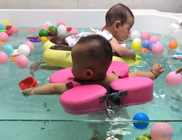 天越冷去婴儿游泳馆的宝宝越多,家长们这么考虑的