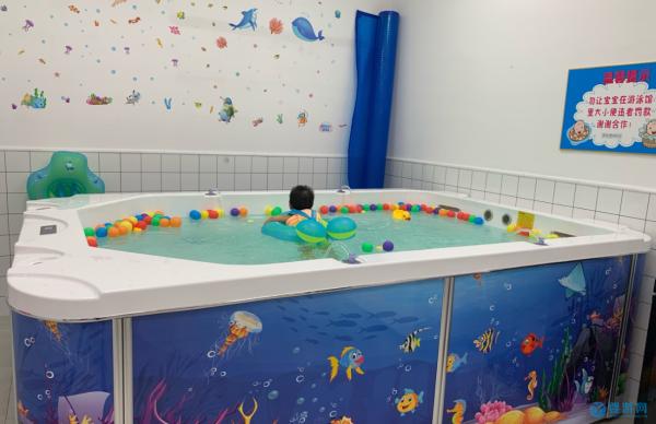 冬天快乐、温暖的周末,从带孩子去婴儿游泳馆开始