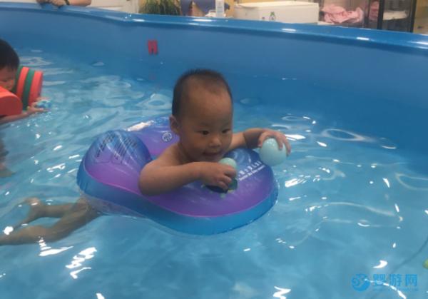 游泳让宝宝冬天吃的好、睡的香、少生病,家长热捧