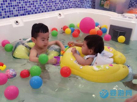 提高宝宝免疫力靠吃?那还不如婴儿游泳