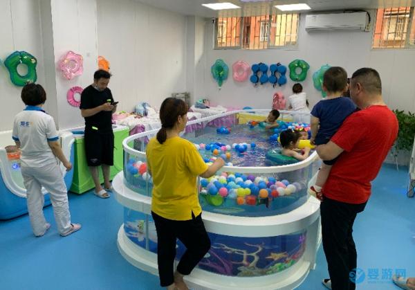 婴幼儿游泳——宝宝人生中的第一健身运动