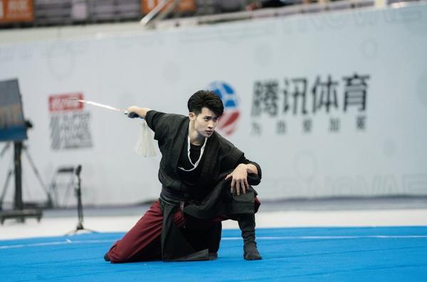 张峰《超新星》蝉联武术冠军 亮剑展中国武术之魂