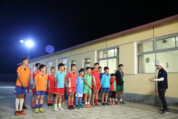 一切为了梦想,足球少年们操练起来了!