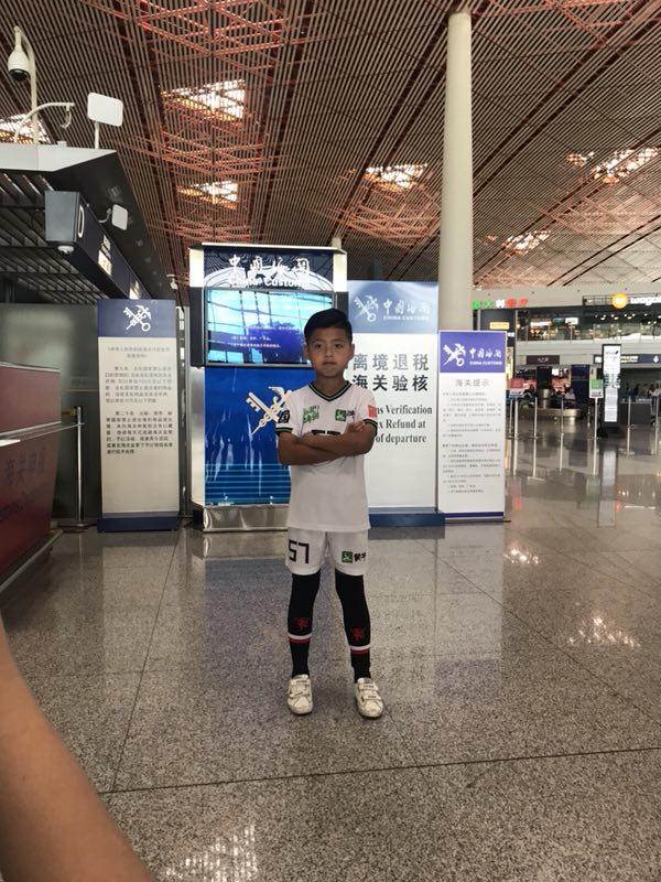 《踢球吧!少年强》中俄对抗赛 世界杯赛场打响