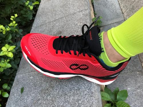 跑鞋黑科技评测:咕咚智能跑鞋21K超轻款