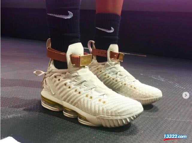 詹皇女性专属球鞋遭吐槽 洛城女演员:送我都不穿