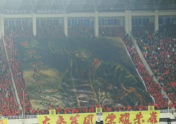 陕西主场5万球迷助冲甲巨幅TIFO 十分震撼