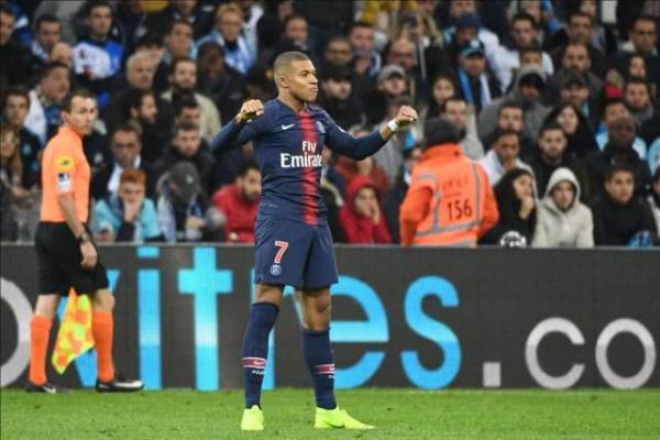 法甲 巴黎2-0胜马赛开局十一连胜