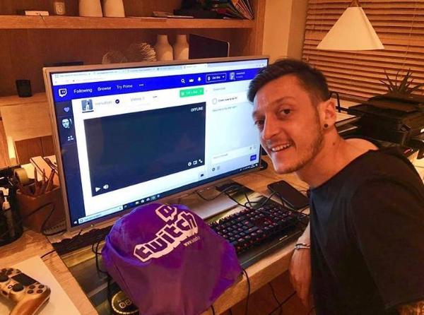 在线吃鸡?厄齐尔在游戏直播平台创建频道