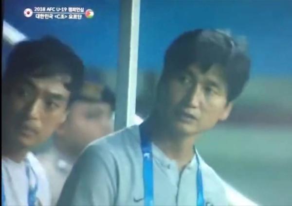 亚青赛韩国赛前奏朝鲜国歌 球员教练全懵