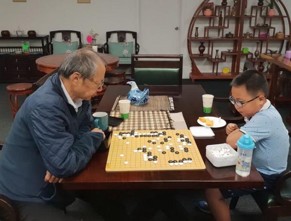 """新西兰棋院举办""""喜迎猪年""""围棋赛 周巨华夺得冠军"""