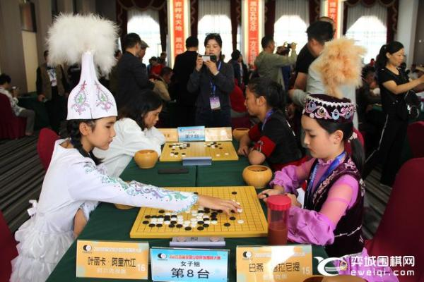 全国少数民族围棋大赛开战 赛场民族服装争奇斗艳