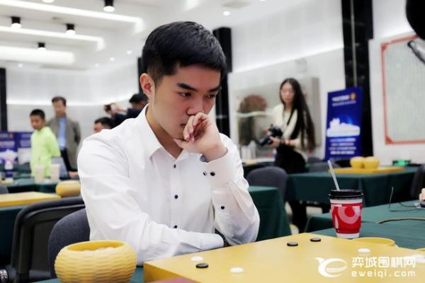 正在直播梦百合杯16强 伊凌涛讲解柯洁激战朴廷桓