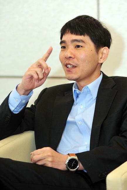 韩国围棋传奇宣布退役 他是唯一战胜过AlphaGo的人