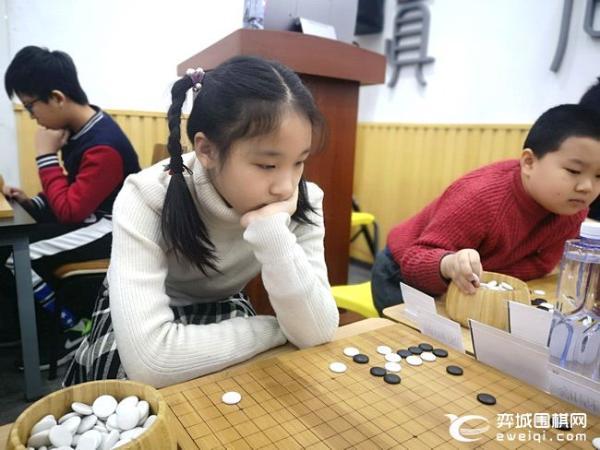 """2019""""大名杯""""少儿围棋公开赛开战 80名小棋手参赛"""