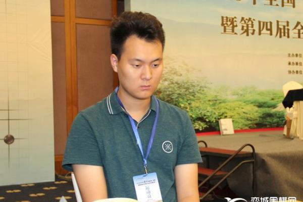 聊棋手轶事与棋迷互动 LG杯决赛陈玉侬讲解幽默风趣