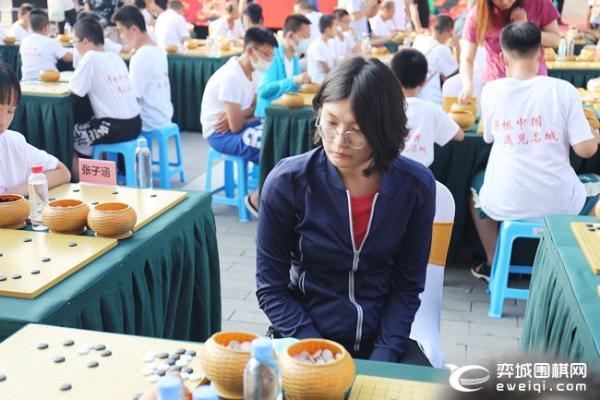 女甲第24所希望教室落户大同 聂卫平王汝南指导棋迷