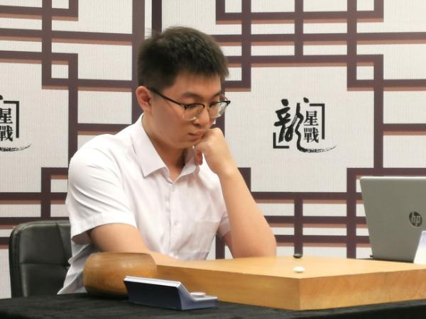 龙星战连笑胜杨鼎新晋级四强 4日半决赛柯洁登场