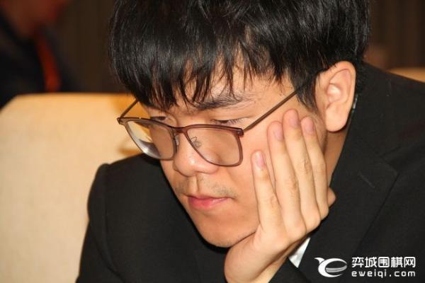 王中王赛柯洁完美治孤击败范廷钰 将与唐韦星争冠