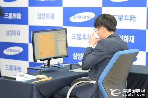 三星决赛第二局申真谞弃用笔记本 唐韦星在线讲解