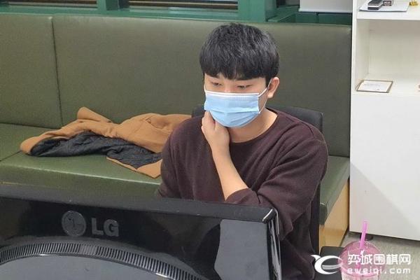 刘宇航轻取李承俊 中韩10人赛中方2比0领先韩方