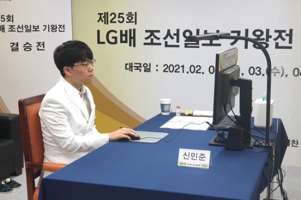 正在直播LG杯决赛首局 柯洁VS申旻埈 伊凌涛讲解
