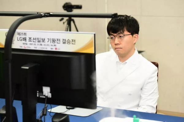 LG杯决赛首局柯洁完胜申旻埈 柯洁:原以为会脆败