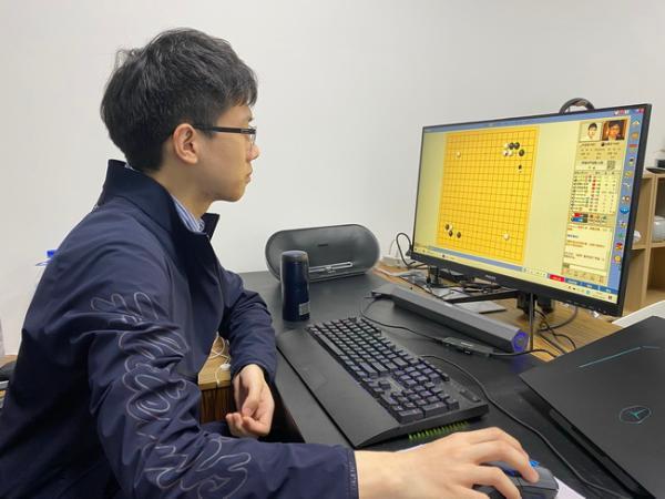 朴廷桓两战堪堪1目险胜赵晨宇 10人赛战成4比4平