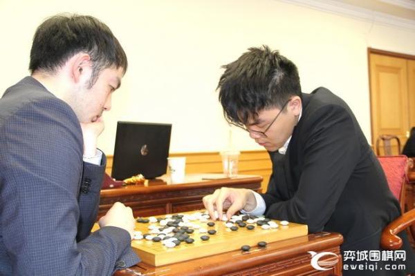 国际象棋杯卫冕冠军柯洁出局 林俊逸爆发 淘汰了赵晨宇