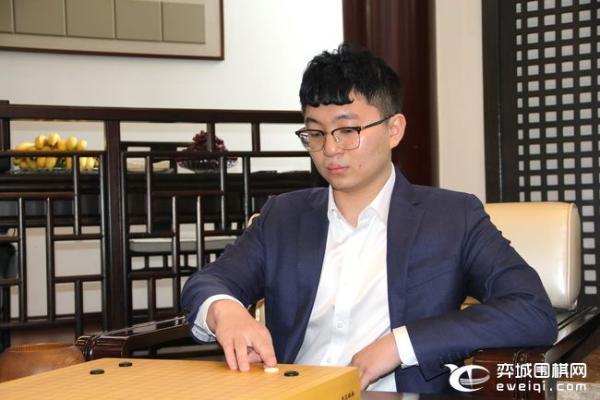 天元总决赛第一场的挑战者于放慢速度 击败了杨的第一城