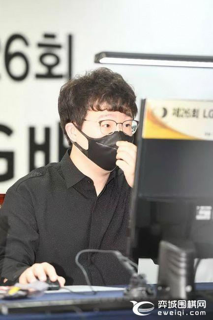 "LG杯柯洁半目逆转元晟溱 金志锡""自杀""负杨鼎新"